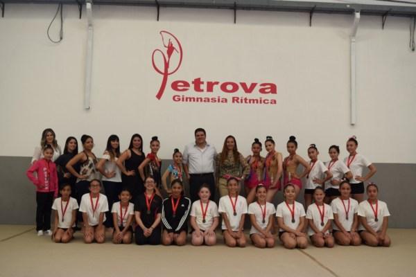 Inaugura Petrova su escuela de gimnasia rítmica en Izcalli