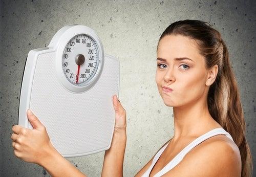 Razones por las que no bajas de peso, aunque estés a dieta