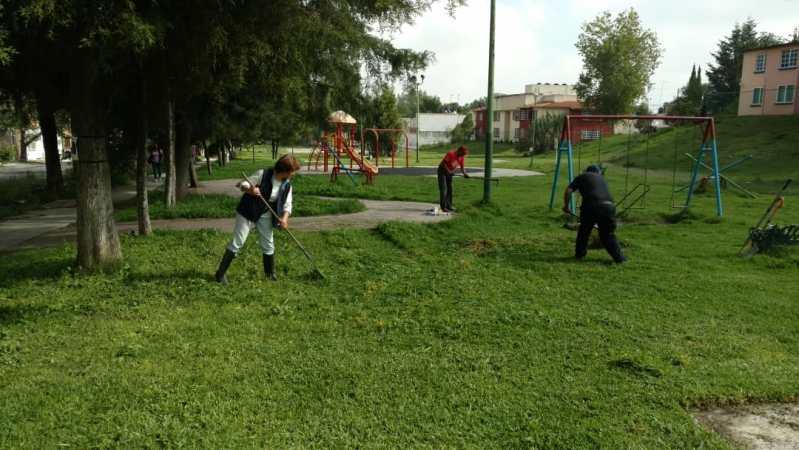 Organizaron faena para limpiar parque de la Barranca