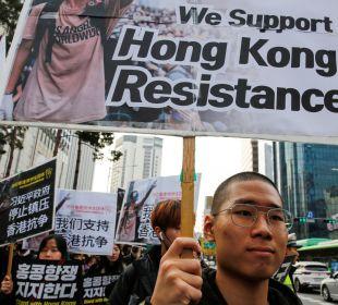 Hong Kong ha celebrado este domingo las elecciones para el cambio del Gobierno local, consiguiendo en este día la victoria de los prodemócratas.