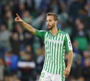 Sergio Canales dedica su gol