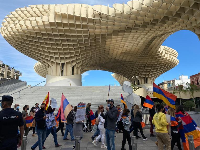 Llegada de la manifestación del 26 de octubre en la Plaza de la Encarnación