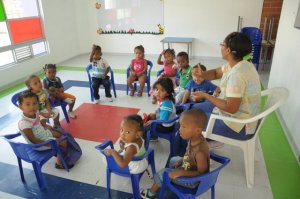 Profesionales_idóneos_hacen_parte_del_personal_que_presta_atención_a_los_niños_y_niñas_de_la_comuna_uno_en_el_CDI