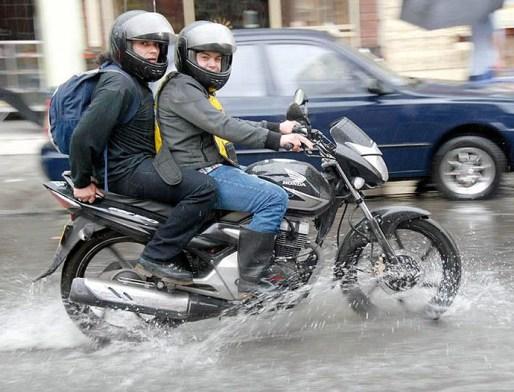 Conduciendo-bajo-la-lluvia-6