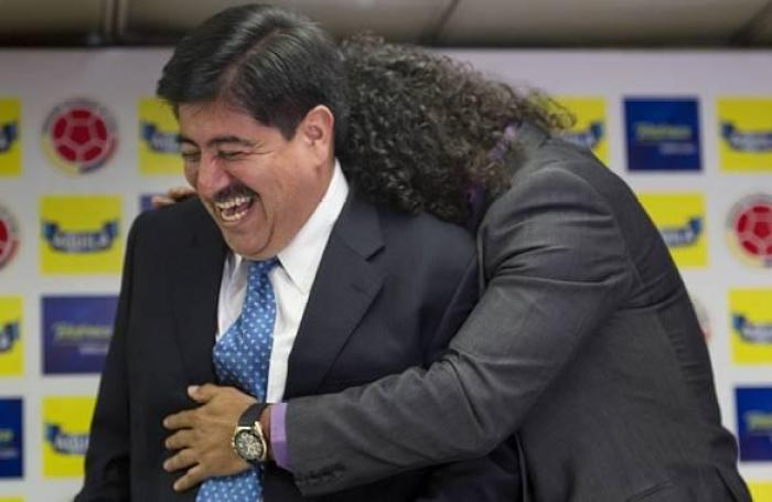 Colombian new national head coach Leonel Alvarez (R) embraces the President of the Colombian Football Federation, Luis Bedoya, during a press conference in Bogota, on September 8, 2011. The former midfielder, Alvarez, was appointed on Thursday as the new head coach of Colombia, which debuts on October 11 against Bolivia in the South American qualifiers for the Brazil 2014 World Cup. AFP PHOTO/