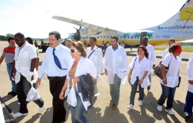 Llegan-Médicos-Cubanos-14-11-09-1