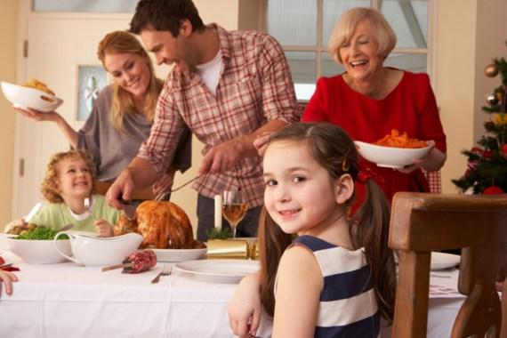 familia-cenando-pavo-en-navidad21