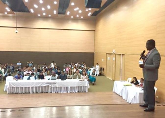 Elías-Larrahondo-Carabalí-secretario-de-Educación-del-Cauca-Auditorio-Casa-de-la-Moneda-de-Popayán