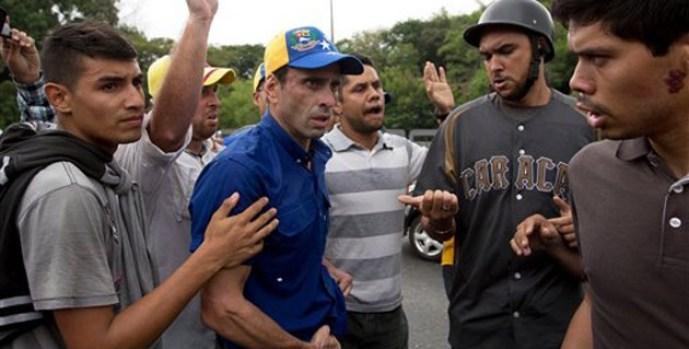 capriles_atacado_en_marcha_contra_maduro