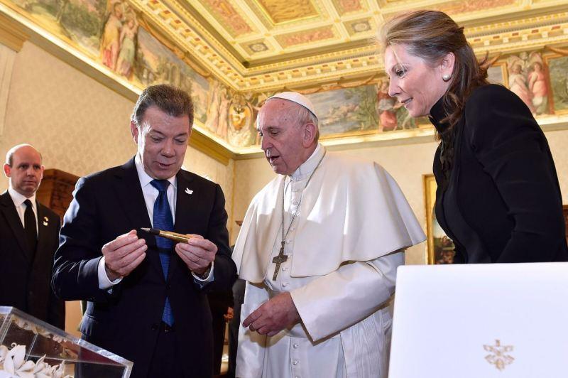 Juan-Manuel-Santos-Papa-Francisco-Presidencia