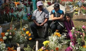 ALCALDÍA DE XOCHIMILCO SE REPORTA LISTA PARA RECIBIR A MILES DE VISITANTES EN SUS PANTEONES EL DÍA DE MUERTOS