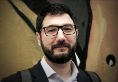 Επικό τρολάρισμα Ηλιόπουλου στη ΝΔ: Παραχωρούμε… εισηγητή για τα μνημόνια με τη Β. Μακεδονία