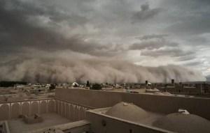 "Una gran tormenta de arena se ""traga"" a una ciudad iraní"