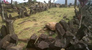 """Hallan un enigmático templo en Indonesia que estuvo """"escondido"""" por milenios"""