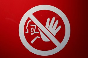 Prohibir, Prohibir y Prohibir…