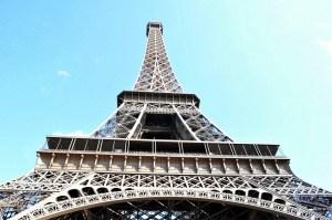 ¿Qué hace la Torre Eiffel en el desierto de China?