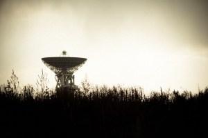 La BBC corta una entrevista después de que una astrofísica asegure que las señales de radio espaciales son de origen extraterrestre