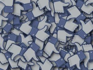 Francia quiere más regulación gubernamental de Facebook y Zuckerberg elogia el plan como un modelo para la UE