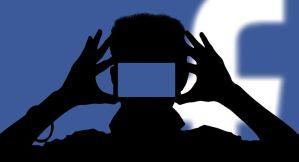 ¿Ya te han grabado? Facebook activa la cámara del teléfono sin permiso