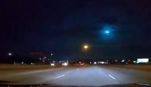 Captan en vídeo meteorito con un destello azul cruzando el cielo de Texas