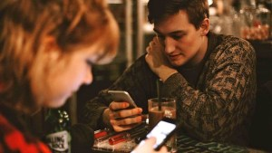 La dependencia de los móviles afecta al cerebro de manera similar a la drogadicción
