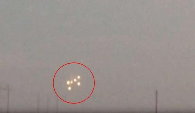 Graban una flota de ovnis en formación sobre Arizona, ¿naves extraterrestres o la Fuerza Espacial de EE.UU.?