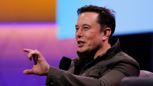 """Elon Musk afirma que los humanos """"ya son en parte un 'cyborg'"""" y el lenguaje hablado podría pronto ser obsoleto"""