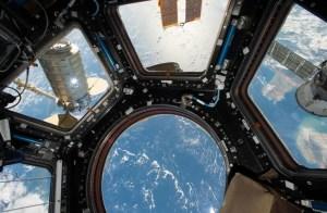 Una nave enorme ha cruzado la Estación Internacional Espacial