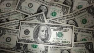 """Advierten que la caída del dólar podría ser """"un signo de peligro real"""" para la economía global"""