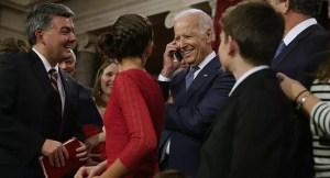 Se viralizan unos vídeos donde Joe Biden toca a niñas y Twitter los borra