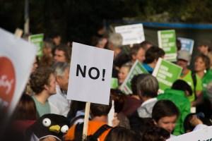 Protestas anti-confinamiento por todo el mundo: París, Londres, Melbourne…