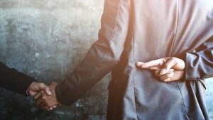 Científicos explican cómo se puede identificar a un mentiroso en base a determinados movimientos corporales