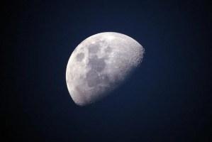 """Cosas """"extrañas"""" captadas en la Luna"""