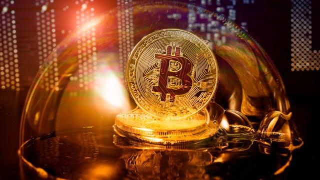 Experto en criptomonedas vaticina que el valor del bitcóin podría dispararse hasta los 300.000 dólares pero la burbuja estallará