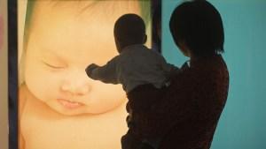 China permitirá tener tres hijos por familia al relajar las reglas de planificación familiar