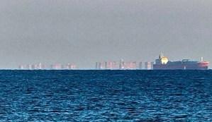 Aparece una enorme ciudad flotante en las costas de Inglaterra