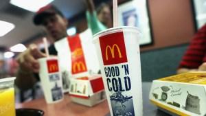McDonald's se queda sin batidos y refrescos embotellados en todos sus locales del Reino Unido debido al Brexit y el covid-19