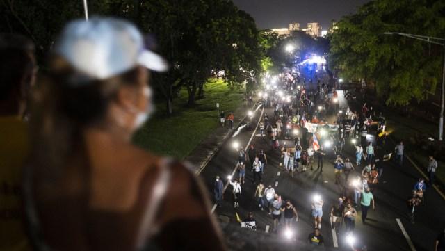 """""""Vete al infierno, Luma"""": Miles de puertorriqueños protestan contra la crisis energética"""