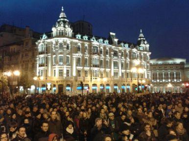 Los manifestantes, concentrados en la Plaza de la Escandalera. Imagen de Mar Rodríguez