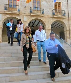 Ana Kringe, alcaldesa de Dénia (centro), con los concejales Sisco Signes,Javier Ygarza, María Mut y Vicene Chelet (de derecha a izquierda). (C) Manuel López 2012