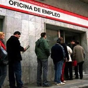 Colas del paro en España ante oficinas del Inem