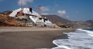 Construcción ilegal de un hotel en la playa de El Algarrobico (Andalucía)