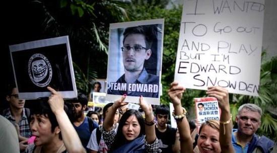 Snowden-apoyos-calle