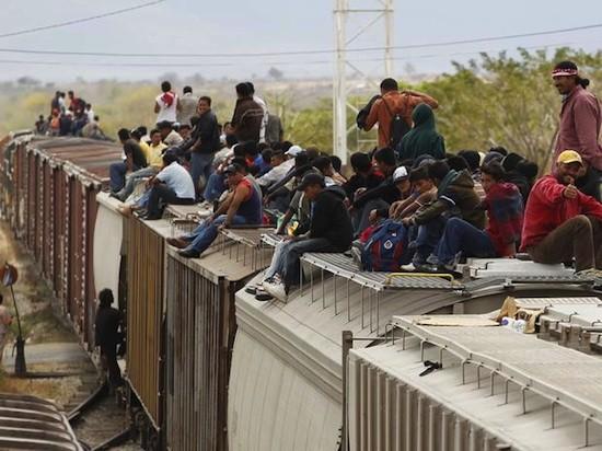 """México: tren conocido como """"la bestia"""" que utilizan los migrantes para atravesar hasta la frontera de EEUU"""