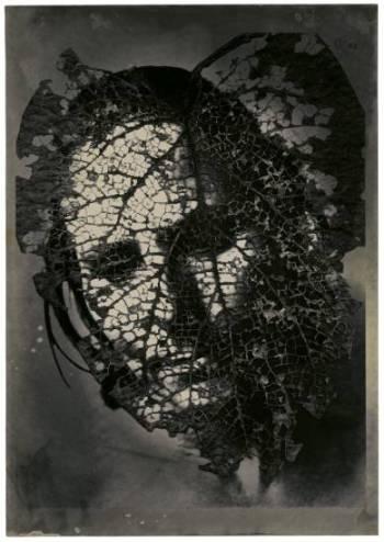 Edith como máscara de hoja