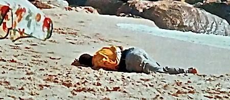 (C) Javier Bauluz. Playa de Zahara de los Atunes (Cádiz), 2 de septiembre de 2000