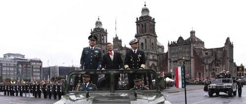 Mexico-desfile-zocalo_GustavoCamachoGonzalez