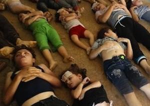 Hace pocas semanas, los niños de esta imagen murieron al ser atacados con gases tóxicos mientras dormían.