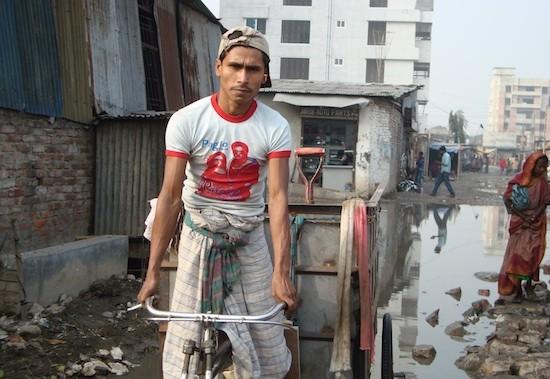 La falta de educación y capacitación condena a muchos jóvenes de Bangladesh, así como de otros países, a vivir en la pobreza. Crédito: Naimul Haq/IPS