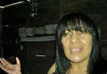 Itsmania Pineda en una foto hace tres meses, a raíz de que quemaron su casa en un presunto atentado